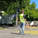 Bim Dreh von ere Szene isch d Strass und s Trottoir gschperrt worde